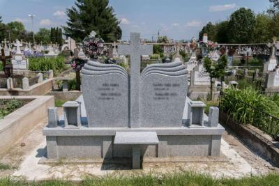monumente funerare bacau 1