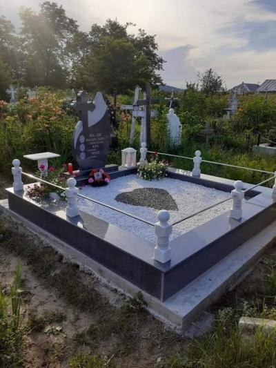 monumente funerare das serv 1