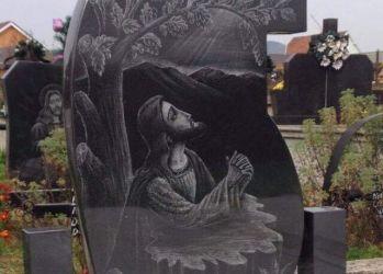 monumente funerare granit gravura 1