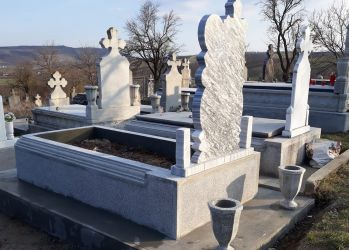 adam constructii monumente funerare 1